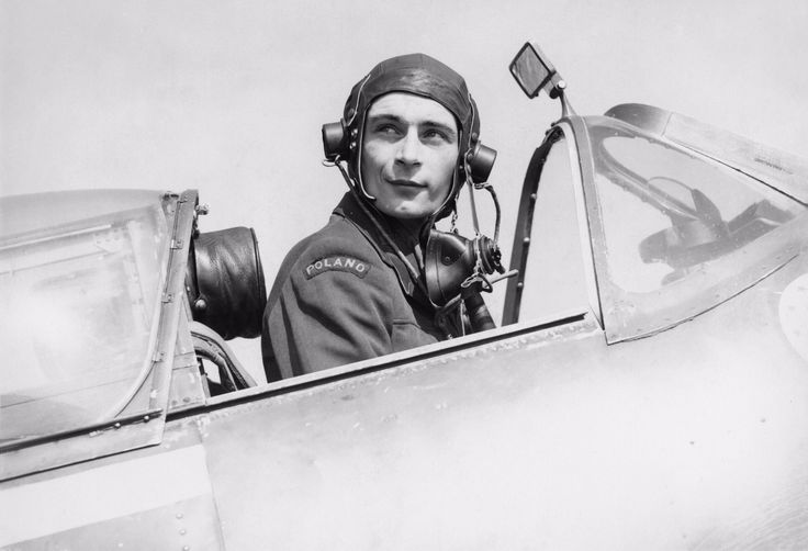Flying_Officer_Bolesław_Henryk_Drobiński_of_No._303_Polish_Fighter_Squadron_in_the_cockpit_of_his_Spitfire.png (2480×1693)