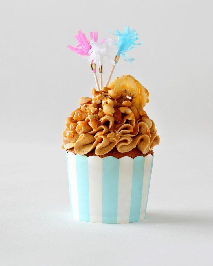 Banaani-maapähkinävoikuppikakut // Banana & Peanut Butter Cupcake Food & Style Annika Elomaa Photo Joonas Vuorinen Kaneli & Sokeri 1/2016 www.maku.fi