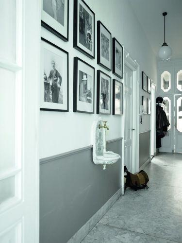 Grijstinten in de hal met zwart wit foto's