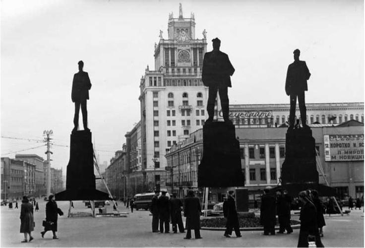 Прототипування. Вибір місця для пам'ятнику Маяковському, 1956 рік. Ось так жилося людям без фотошопу :)