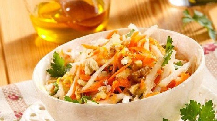 Во время поста овощи как нельзя кстати. Их можно запечь, потушить, отварить, приготовить на пару или же сделать из них салат. Сегодня мы хотим вам предложить рецепты легких постных салатов и несложных закусок. В ингредиентах — овощи и фрукты, никакого мяса, яиц, майонеза и молочных продуктов!