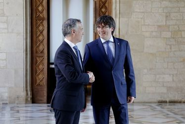 """Urkullu diu a Puigdemont que """"per dirigir un país, cal ser-hi present"""" -   El lehendakari, Iñigo Urkullu, creu que """"per fer política, cal ser-hi present"""", perquè """"no es pot dirigir un país només des de l'acció telemàtica o via internet"""". En una entrevista concedida a Radio Euskadi, Urkullu ha fet una crida a restituir la situació catalan... - https://soc-catala.com/urkullu-diu-a-puigdemont-que-per-dirigir-un-pais-cal-ser-hi-p"""