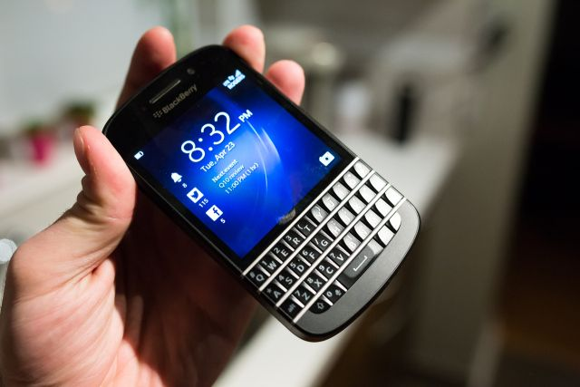 The BlackBerry Q10 Is A QWERTY Keyboard Smartphone Comeback Worth Waiting For