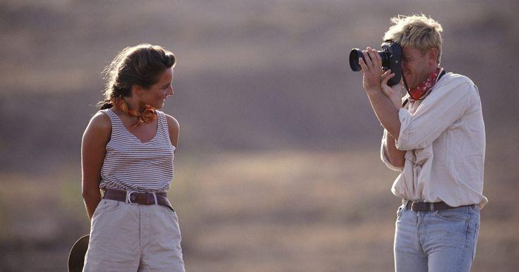 ¿Qué tipo de lentes le quedan a mi Canon Rebel?. La serie de cámaras Rebel de Canon es una colección de cámaras SLR digitales y de película orientadas al mercado de consumo. La primer cámara SLR para película de 35mm en usar el distintivo Rebel, fue lanzada al mercado en 1990. La SLR Rebel digital fue presentada en el 2003. Internacionalmente, las cámaras Rebel son reconocidas por su número de ...