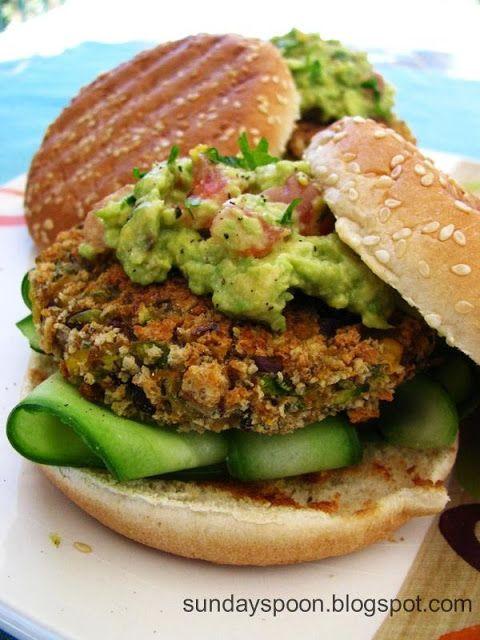 sundayspoon: Νηστίσιμο μπέργκερ με μπιφτέκι λαχανικών και σος αβοκάντο