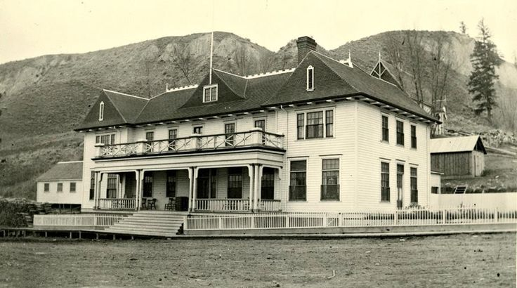Summerland Hotel in Lower Town 1902 with the church behind.
