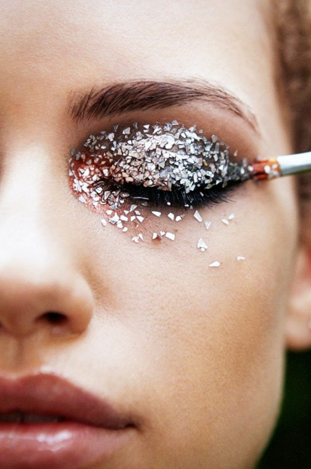 Embrace the glitter eyes trend this Halloween by dressing up as a glitter goddess