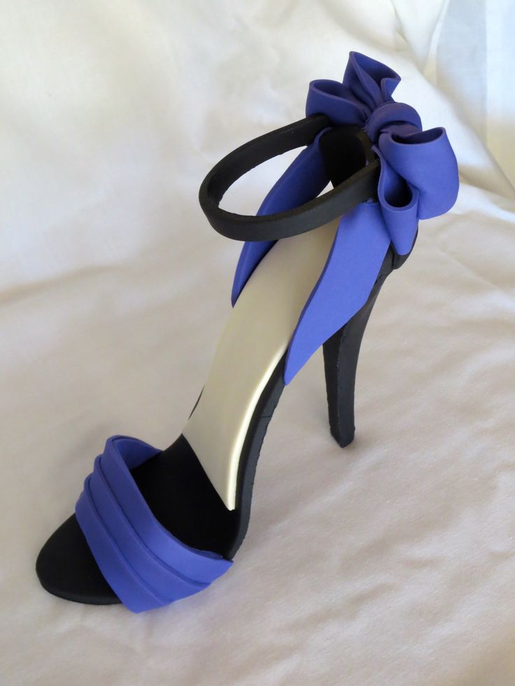high heel cakes | My First Fondant High Heel Shoe – Christian Louboutin Fondant Shoe
