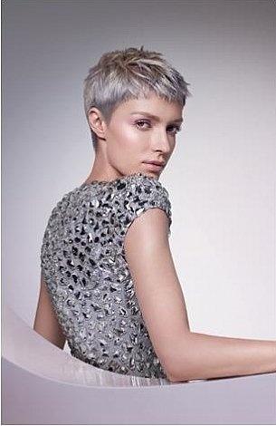 Zilver blond wella kapsel