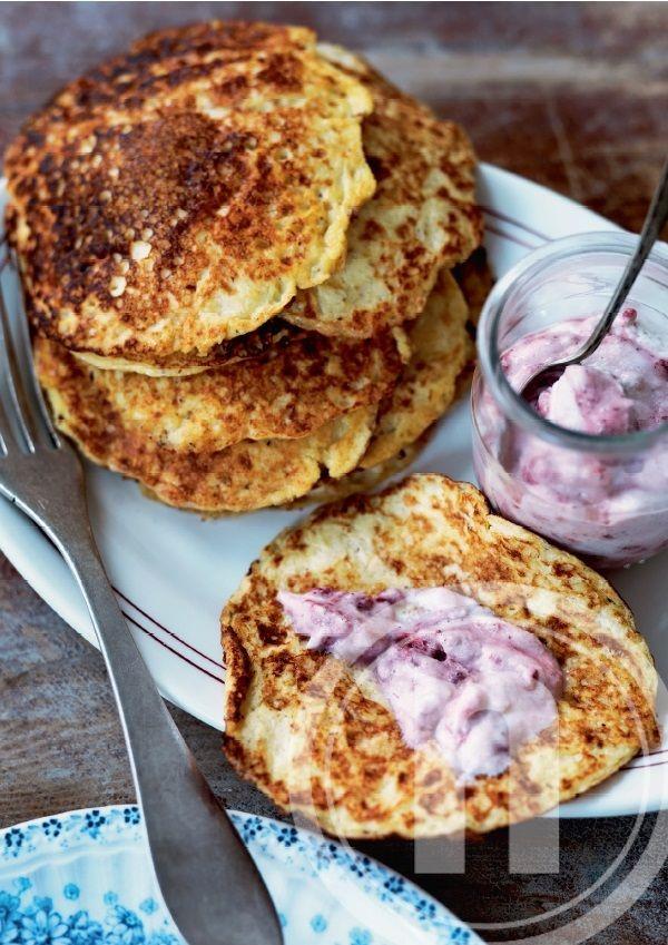 Proteinrige pandekager med bærmousse