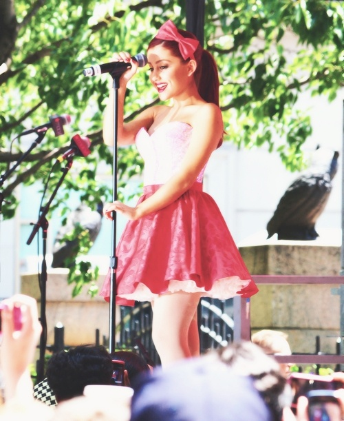 Ariana Grande she is the cutest