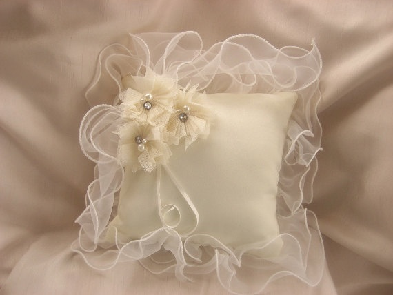 Wedding Ring Pillow Ring Bearer Pillow Classic Cream Custom Colors too. $29.00, via Etsy ❤