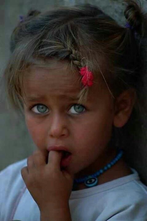 kurdish child lovely eyes but i wish she would smile. Black Bedroom Furniture Sets. Home Design Ideas