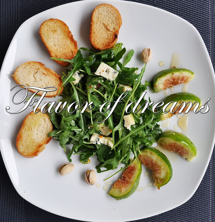 Salad with figs, rucola. pistachios, blue cheese