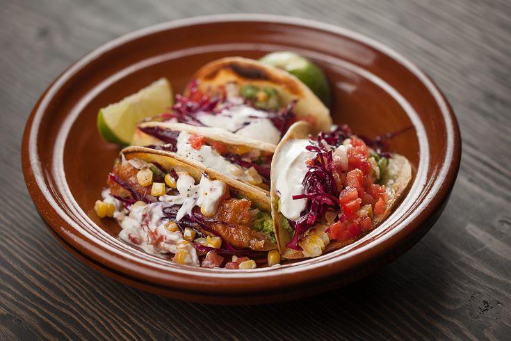 Tacos de poulet BBQ, chou rouge mariné, guacamole et piment | Recettes | Signé M | Émission TVA