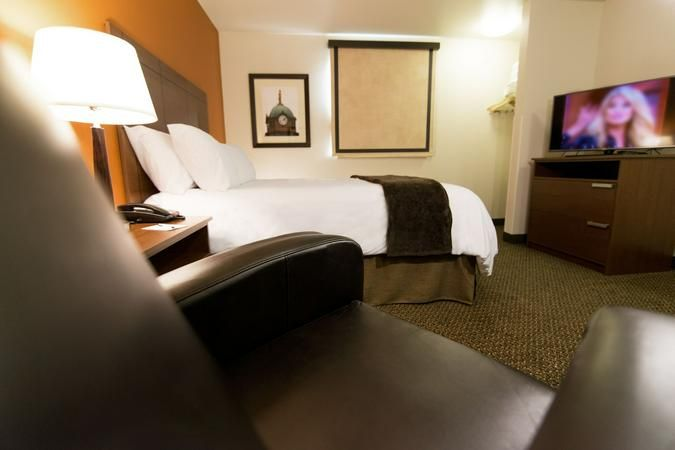 My Place Hotel Lubbock Tx In Lubbock Tx Us Reservationcounter Com In 2020 Hotel Place Furniture Home Decor