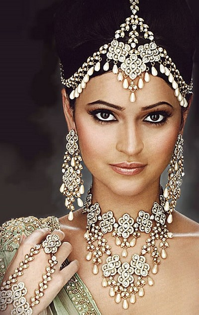 I love how jewelry can turn an ordinary person into a princess for the day! I love Indian jewelry for this reason