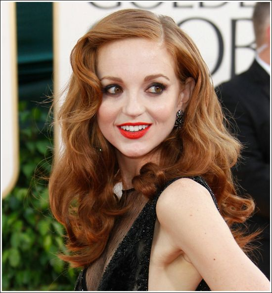 Very 40's waves on Jayma Mays