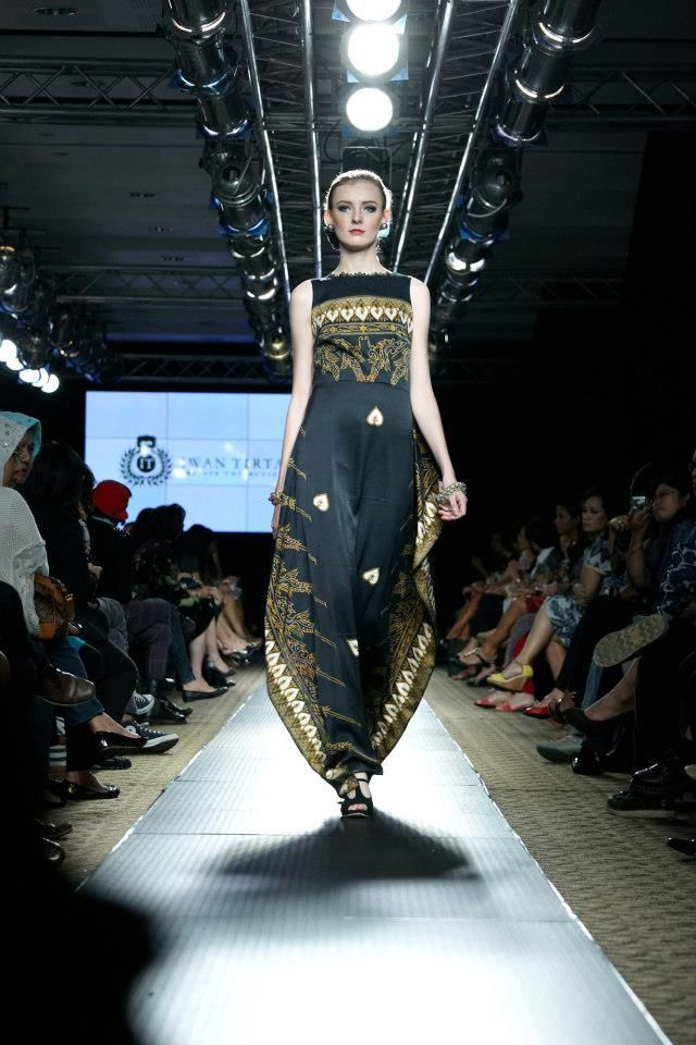 IWAN TIRTA Private Collection - Plaza Indonesia Fashion Week 2013