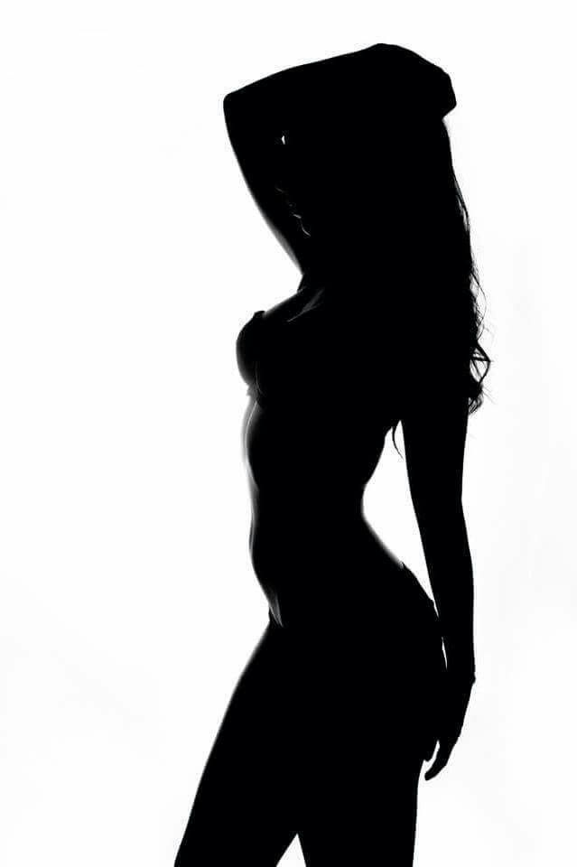 #shadow #body #fit #pose #imany #dontbesoshy #woman #girl #blackandwhite #black
