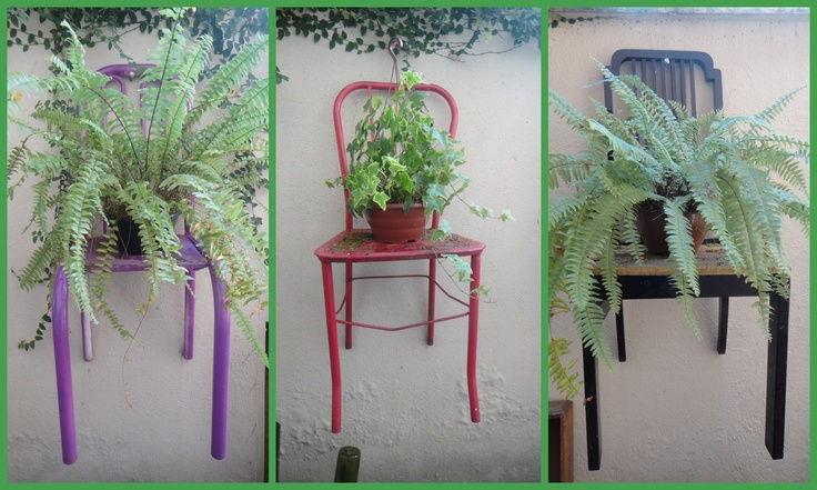 Chairs that I found in the trash, painted and hung on the garden wall of my house. I love!: Gardens Ideas, Ideas Jardine, Planters Chairs, Gardens Wall, Gardens Patio Backyard, Gardens Chairs, Gardens Outdoor, Gardens Birdbaths Flowing, Gardens Wonder