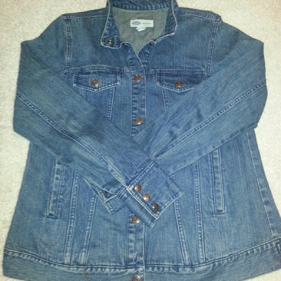 Old Navy Maternity Jean Jacket Size S ❤Make Offer❤ Old Navy Maternity Denim Jean Jacket Size S....Pre-owned in good condition. Snap closure. Three snaps at the wrists of the sleeves and two side open pockets. Great jacket!   ❌❌ NO TRADES. Thanks! ❌❌  Serious buyers feel free to submit an offer!  Check out my other items! Old Navy Jackets & Coats Jean Jackets