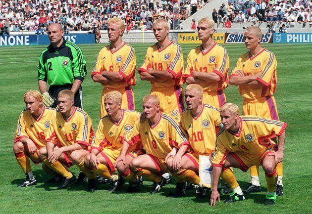 Le promesse più strane della storia del calcio  La Romania a Francia '98 Vincere la Coppa del Mondo è il sogno di qualsiasi giocatore professionista. Per quelli della Romania bastava anche solo parteciparci: giocatori e allenatore infatti avevano promesso di tingersi i capelli i primi e di tagliarseli a zero il tecnico Anghel Iordănescu se avessero conquistato la qualificazioni alla fase finale del Mondiale del 1998 con una giornata di anticipo. La promessa fu mantenuta e i giocatori scesero…