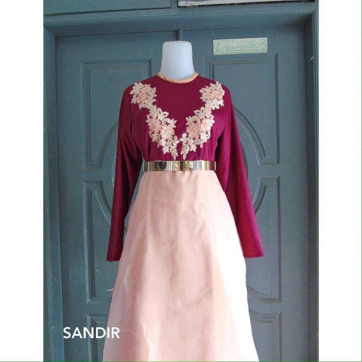 Maroon x Peach - Make your gown style with your design and we will make it with love ❤️✂️�� - #kebaya #kebayamodern #kebayacantik #kebayahits #kebayaindonesia #inspirasikebaya  #kebayasongket #songket #inspirasi_kebaya #customedesign #handmade #localbrand #medan #ootd #sandir_id #sandirbysarahindirwan #jahitmedan #fashion #fashiondesigner #medanfashiondesigner #bloggermedan #modelmedan #jahitmedan #renda #gaun #gaunpesta #longdress #bridesmaids…