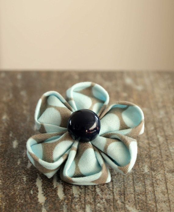 Blue Flower Brooch. Fabric. Kanzashi. by IvelleTheHappyCow on Etsy, €5.00