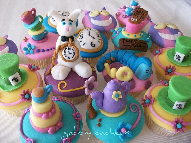 Alice In Wonderland Decorations | Ideas Originales para Cupcakes alice-in-wonderland-cupcakes – Mas ...