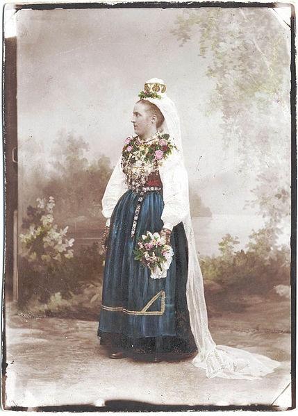 Bröllop, Leksand, Dalarna. Brud i Leksandsdräkt - Nordiska Museet