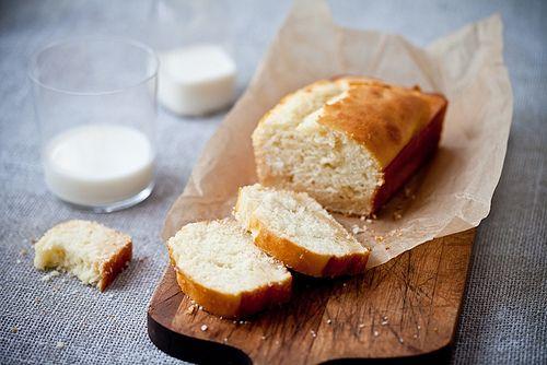 Frangipane Cake  by tartelette, via Flickr _________ gluteeniton sitruuna-piimäkakku täytteenä voi-manteli-massa ____________ glutenvrij citoen-karnemelk cake die gevuld is met roomboter-amandel pasta (niet met kant-en-klaar amandelspijs gemaakt).