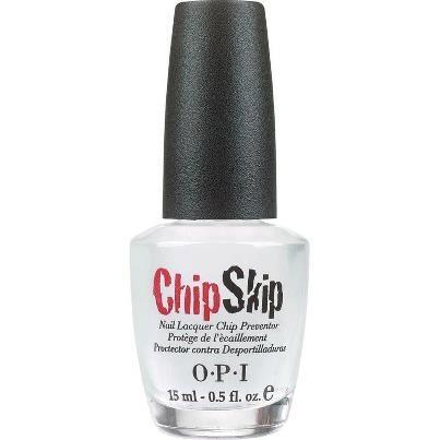 """Het chippen van nagellak is het laatste wat we willen. OPI biedt je een gepatenteerd product ter voorkoming van """"bladderen"""" van nagellak op natuurlijke nagels. ChipSkip zorgt ervoor dat nagellak beter hecht, waardoor deze langer en mooier blijft zitten. Beauty Junkies tip: maximaal 1x per week aanbrengen vóór de gekozen Base coat."""