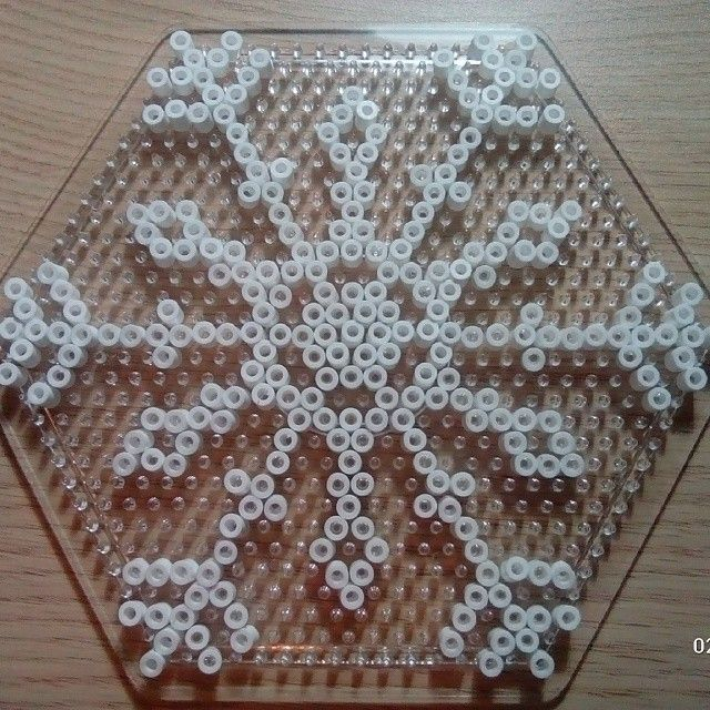 Snowflake hama beads by manualidadesvictoria