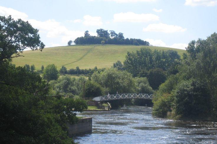 The River Thames and Little Wittenham Bridge at Little Wittenham, with Wittenham clumps in the background.