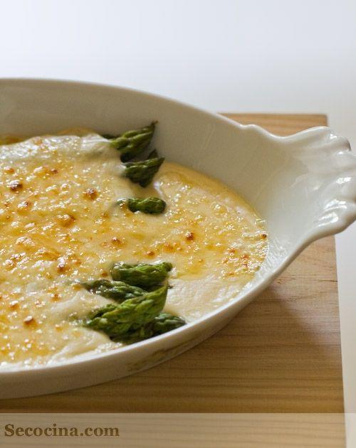 Espárragos verdes gratinados con queso manchego: http://secocina.com/recetas/esparragos-verdes-gratinados-con-queso-manchego