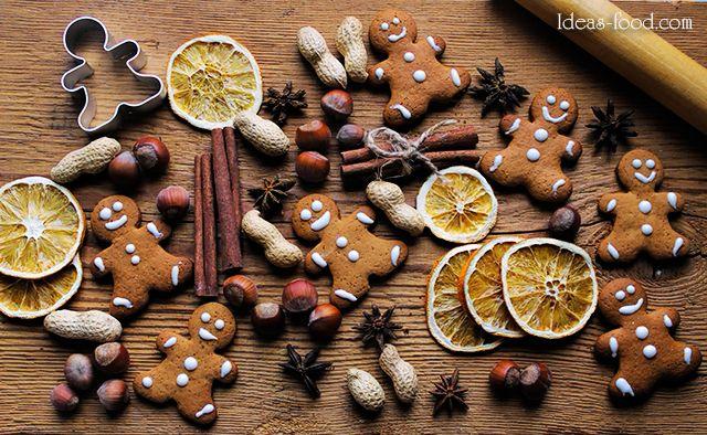 Это мой самый любимый рецепт имбирного печенья. Тесто для печенья твердое, удобное для работы и прекрасно пахнет, а специи которые входят в рецепт печенья снимают стресс в преддверии новогодних праздников. Это печенье улетает со скоростью молнии в моем доме. Имбирное печенье можно делать любой формы. Украшать яркой белой королевской глазурью, всякими забавными конфетами и украшениями.