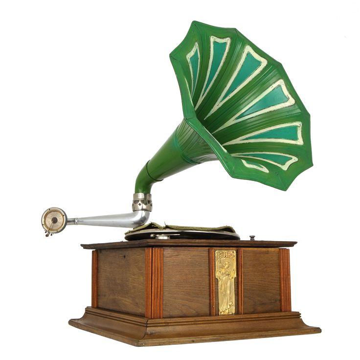 Gramofon tubowy, 1. ćw. XX w., Muzeum Niepołomickie — Zamek Królewski w Niepołomicach / Tube gramophone, The Museum of Niepołomice — the Niepołomice Royal Castle collection