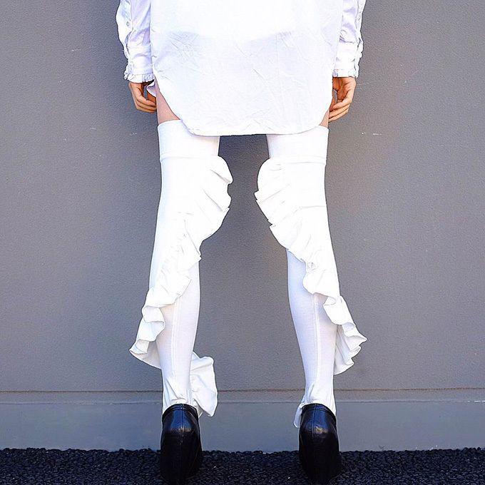 エリマキソックス(ERIMAKI SOX)より、初のニーハイソックス「フリル ニーハイ」が登場。2016年11月19日(土)より、渋谷ロフトや阪急うめだ本店などで発売される。洋服の襟のような装飾がつ...