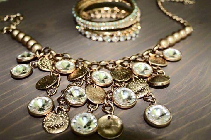 Bombshell Bands of Gold Bracelet Premier Facebook:  www.facebook.com/RobinPremierDesigns.  Web Sites: robinlmull.mypremierdesigns.com#pdstyle #jewelryladylife