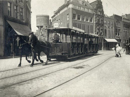 De paardentram Utrecht-Zeist in de Voorstraat te Utrecht, 1910-1920