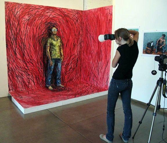 İnanılmaz ama bu fotoğraflar bir tabloya ait değil. Sanatçı Alexa Meade, etkileyici vücut boyama tekniği ile adeta resmin kendisi oluyor. Kendi ve resme katmak istediği objeler üzerinde özel bir boya kullanan sanatçı 3 boyutlu yaşayan tablolar yaratıyor.