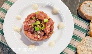 Fijngesneden tonijn tartaar met wasabi mayonaise en soya saus  30 MINUTEN - CA 4 porties    Ingrediënten  1 stuk verse tonijn (400 gr)  Bosui  Wasabi puree  Mayonaise (3 el)  Soya saus