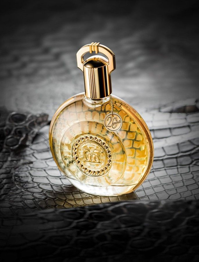 M. Micallef | 20 YEARS an exceptional fragrance with precious notes of white rose and transparent jasmine which reveal the subtle davana and orange blossom. This refined fragrance will leave on your skin sensual and warm notes of patchouli, caramel and precious woods.