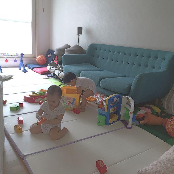 - - 요지경 거실😞 - #육아 #딸둥이 #쌍둥이  #baby #あかちゃん #👶 #twin #双子 #ふたご #そうし #아기 #bebé #niño #niña #거실 #난장판 #거실이놀이터 #블록 #러닝키친