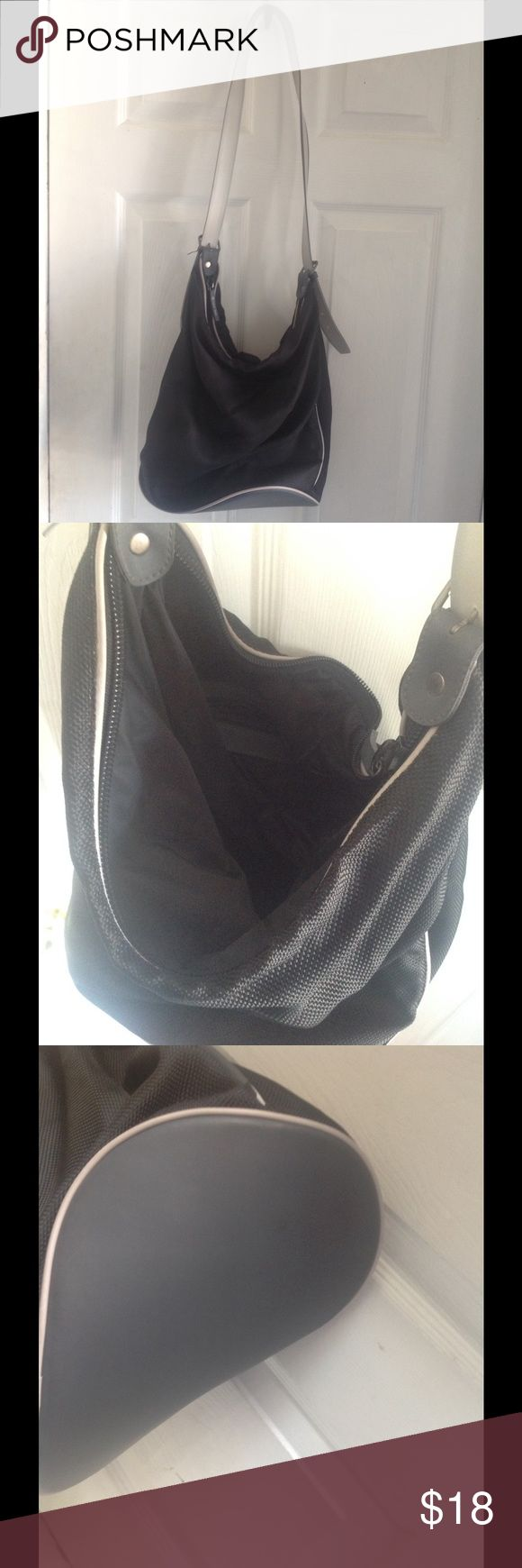 🎁CYBER WEEK DEAL🎁CALVIN KLEIN Bag Used once. No stains or rips. Super clean. 13x13 in. Calvin Klein Bags