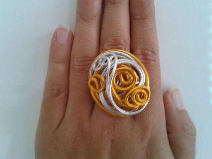 Anillo dorado-plata de alambre