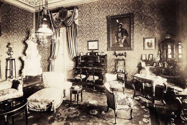 a Hertelendy-kastély nagyszalonja. A felvétel 1895-1899 között készült. A kép forrását kérjük így adja meg: Fortepan / Budapest Főváros Levéltára. Levéltári jelzet: HU.BFL.XV.19.d.1.13.059