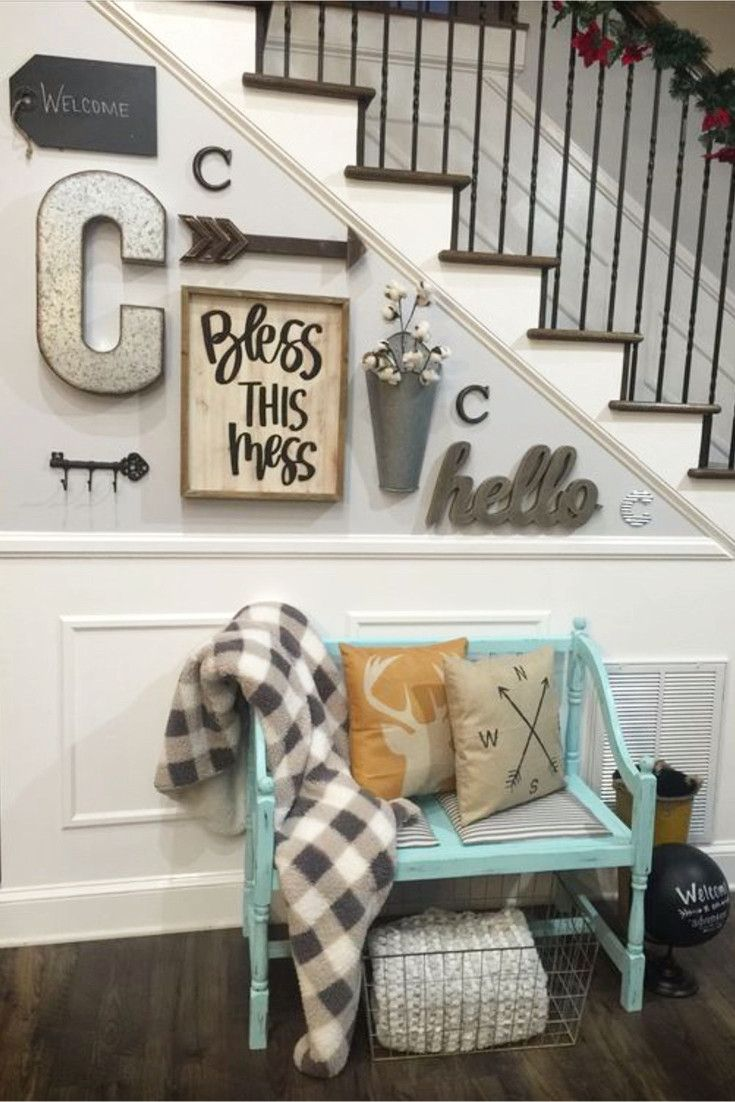 Small entryway ideas for foyer or apartment.  Beautiful DIY entryway decor and foyer decorating ideas.