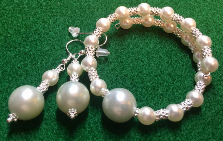 Pearl Bracelet and Earrings Set by WendysSpace on Etsy